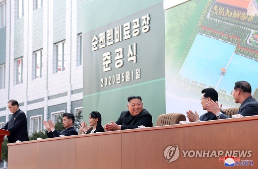 KimJongUn_seated_during_speeches_PYH2020050202180031500_P4